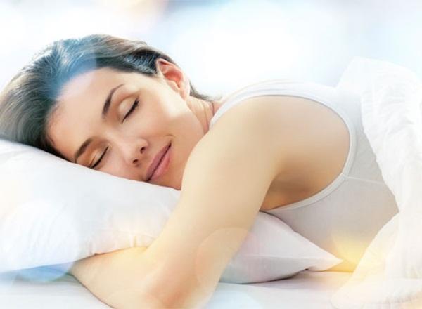 9 bí quyết ngủ ngon trong những ngày hè oi bức