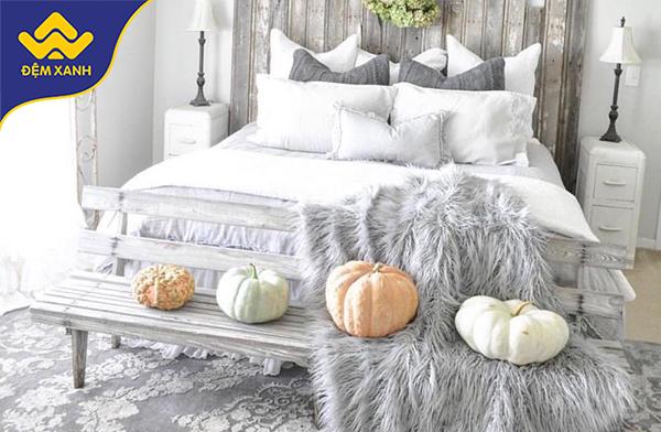 Trang trí phòng ngủ Halloween sang trọng với phong cách Chic Glam