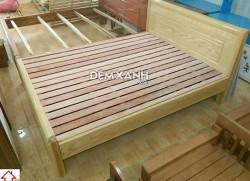 Giường gỗ sồi Nga 09 đục vát góc