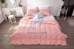 Ruột chăn lông vũ Vinadown mỏng màu hồng in hoa