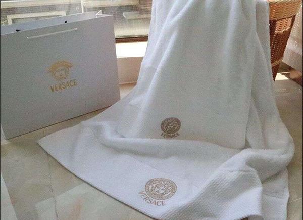 Bộ khăn tắm khách sạn Versace