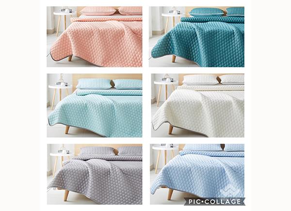 Thảm trải giường cao su non màu hồng